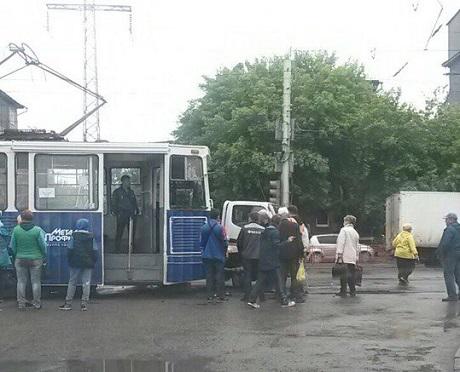 ВИркутске наперекрестке трамвай столкнулся сгрузовиком