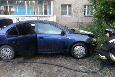 ВИркутске сгорела Тойота  Allion. Основная версия— поджог