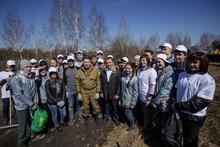 Уборка острова Комсомольский. Фото пресс-службы администрации Иркутска.