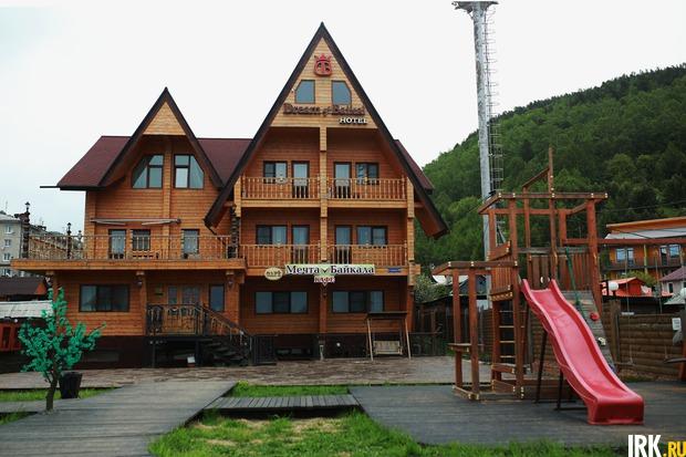 Владелец этой гостиницы в Листвянке — выходец из КНР. Автор фото — Регина Ступурайте