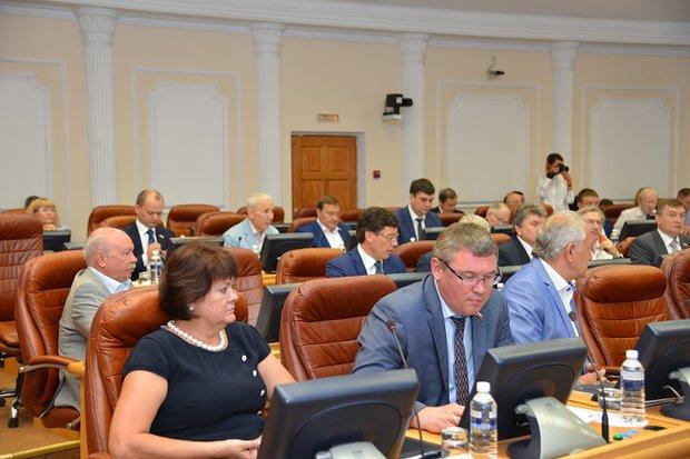 Депутаты Ольга Носенко и Дмитрий Ершов. Фото пресс-службы Заксобрания