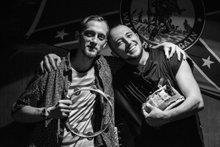 Выступление хулиганского дуэта «Бакшиш» в «Тихом баре»