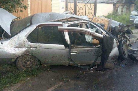 6 человек пострадали вДТП иномарки Ниссан сдеревом под Иркутском