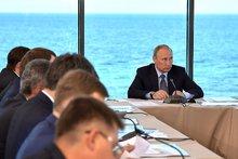 Владимир Путин на совещании  по вопросу экологического развития Байкальской природной территории. Фото kremlin.ru