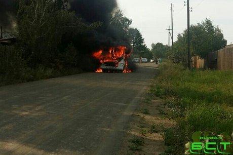 Дачный автобус ПАЗ спассажирами зажегся находу вБратске