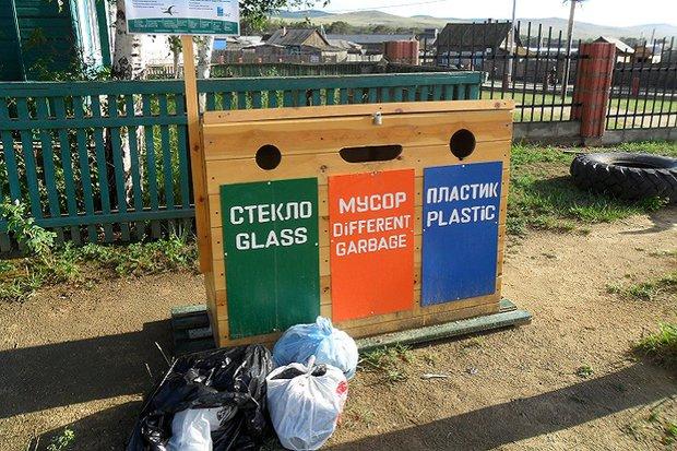 Раздельный сбор пока не решил проблему с мусором на Ольхоне. Фото Светланы Латыниной