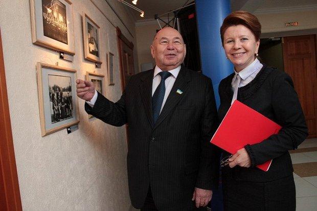 Людмила Берлина с коллегой из Бурятии. Фото пресс-службы Заксобрания