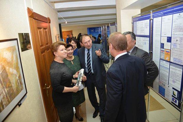 С коллегами-депутатами. Фото пресс-службы Заксобрания