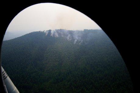 Из-за сухих гроз насевере Иркутской области продолжает гореть тайга