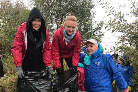 Телеведущая Лена Летучая участвовала вакции поуборке мусора наБайкале