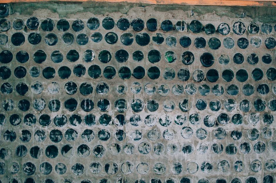 Для строительства юрты уже использовано около 8 тонн бутылок