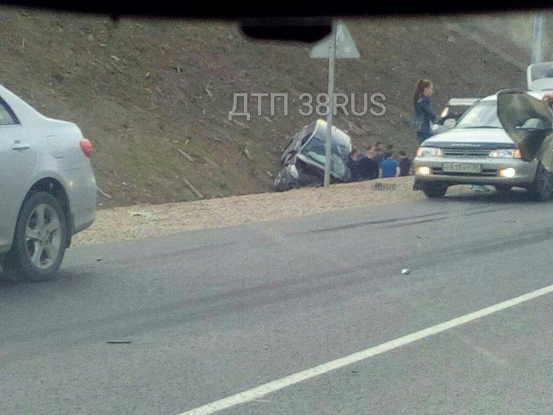 4 человека пострадали при столкновении 5-ти машин на автотрассе Иркутск-Листвянка