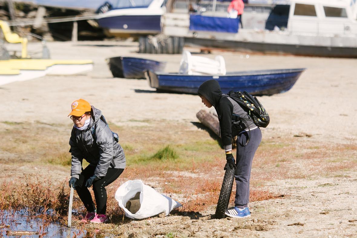 Акция по уборке острова и прибрежной полосы