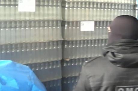 Группу торговцев поддельной водкой на8 млн. руб. осудят вИркутском районе