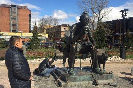 ВИркутске отремонтировали монумент Леониду Гайдаю