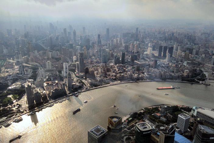 Каждое утро житель Шанхая, собираясь выйти на улицу, отслеживает в специальном приложении уровень загрязненности воздуха