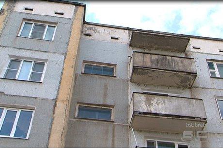 Восьмилетний ребенок сорвался со 2-го этажа вБратске