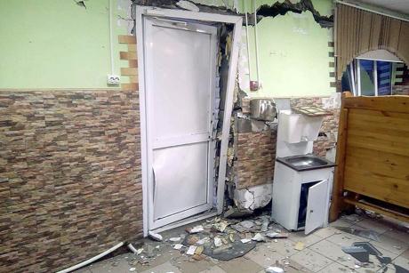 ВТайшетском районе нетрезвый шофёр фуры протаранил стену кафе спосетителями