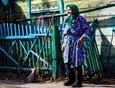 Дочь Марии Фёдоровны живёт в городе. Чаще заезжает и помогает ей сын.
