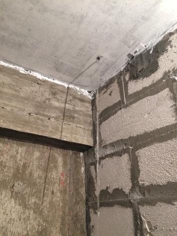 Чтобы слить воду, пришлось высверливать потолок