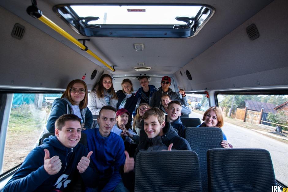 4 октября иркутские студенты отправились в село Никольск, чтобы помочь пенсионерам.