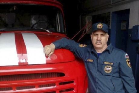 Женщину иребенка спас пожарный вУсть-Куте
