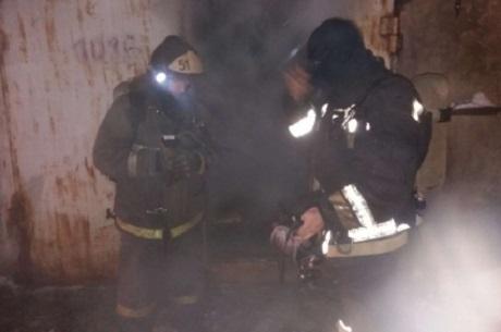 Семь человек спаслись напожаре двухэтажного дома вУсть-Куте