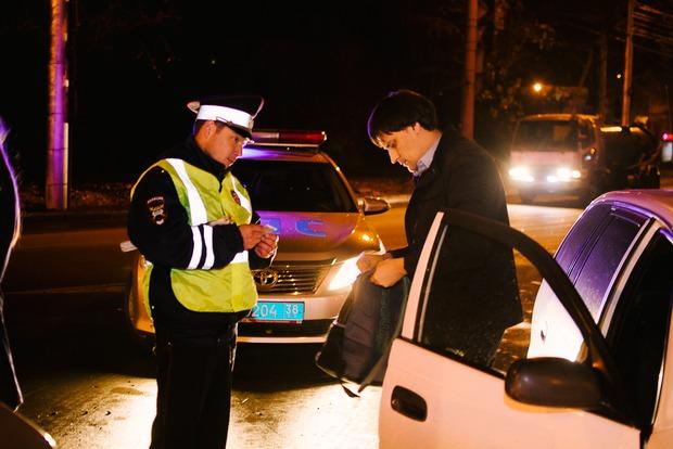 Инспекторы останавливают каждый второй автомобиль для проверки документов