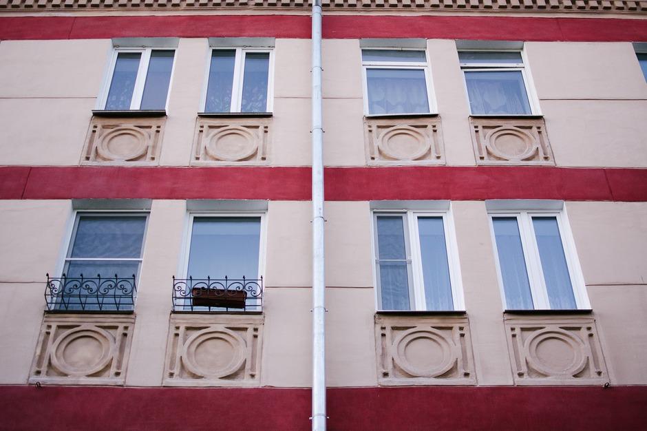 Многие жильцы пронесли добрососедские отношения через десятилетия