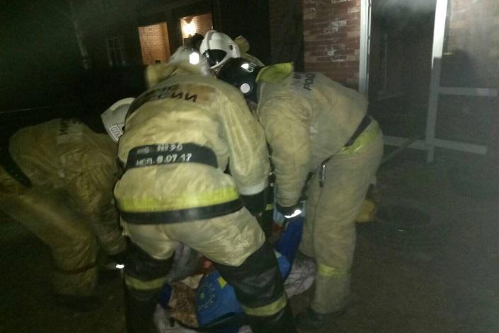 ВИркутске изгорящего нелегального дома престарелых спасли 16 человек