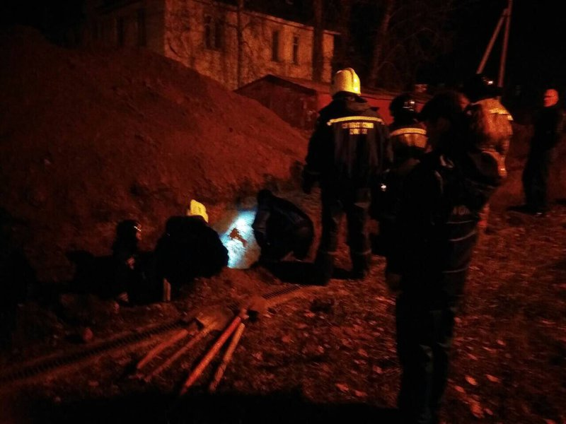 ВИркутске трое рабочих провалились под землю