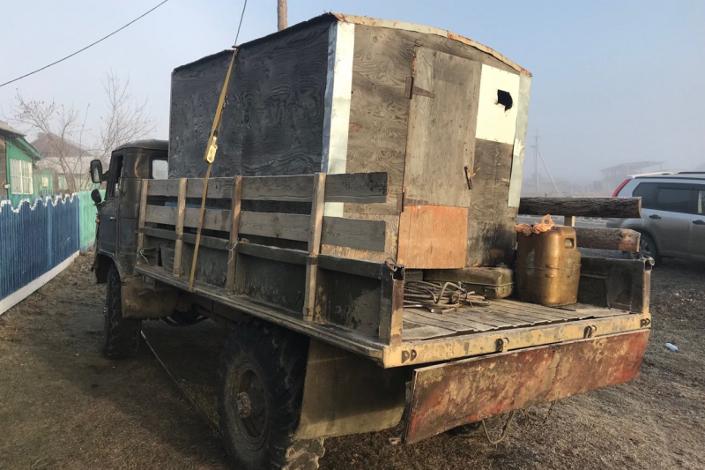 Под Иркутском мужчина умер под колесами грузового автомобиля