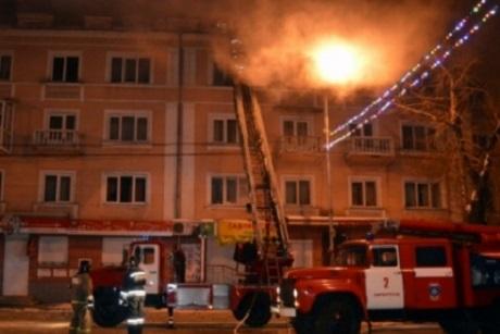 Девушка отравилась угарным газом, 18 человек спасены— Пожар вИркутске