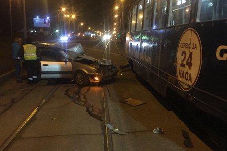 ДТП вИркутске: при столкновении страмваем умер шофёр иномарки