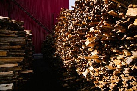 Иркутский предприниматель получил условный срок законтрабанду лесоматериалов