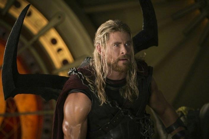 Сцена из фильма «Тор: Рагнарёк». Фото с сайта www.film.ru