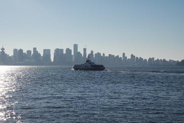 Сибас и вид на Ванкувер