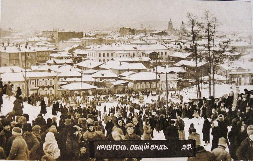Предположительно, на снимке запечатлены похороны погибших в боях за установление советской власти. Фото проекта «Иркипедия»