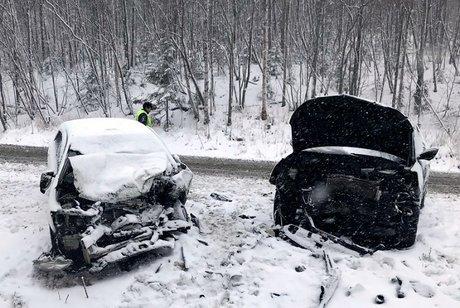 Погибла девочка ишесть человек пострадали вжутком ДТП вИркутской области