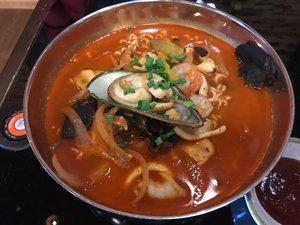 Сиропова пошла пробовать корейские блюда.