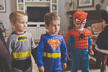 Лига несправедливости: вБратске детям запретили надевать костюмы супергероев наёлку