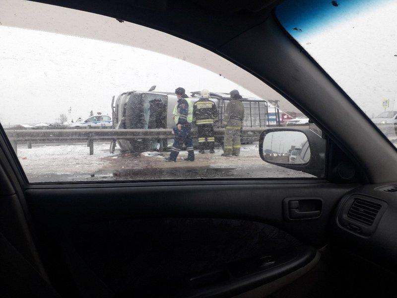 Маршрутное такси перевернулось наобъездной дороге вНово-Ленино