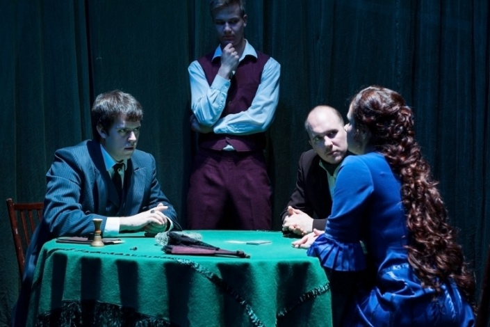 "Сцена из спектакля ""Касатка"". Фото с сайта www.dramteatr.ru"