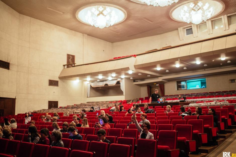 Репертуар музыкальный театр им загурского иркутск афиша купить билет на концерт лободы
