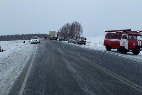 Один человек умер вДТП сучастием фургона вИркутской области