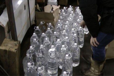 Неменее 70 тыс. литров суррогатного алкоголя изъяли вИркутской области