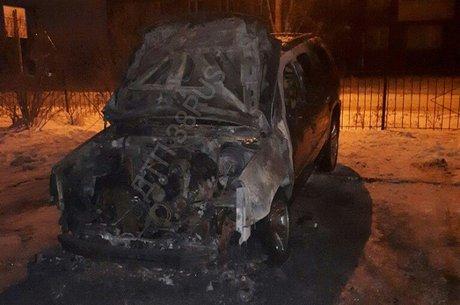 ВИркутскеII сгорел люксовый джип