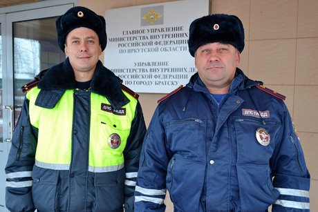 ВБратске экипаж ДПС спас таксиста отвооруженного пассажира