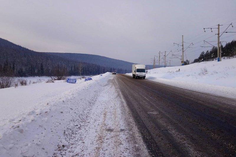 Бочки схимикатами отыскали натрассе вУсть-Кутском районе