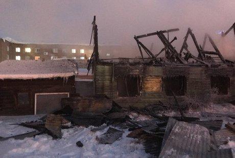 Работники МЧС спасли 4 человека вовремя пожара вИркутске